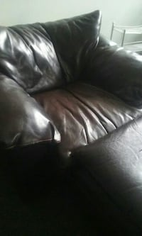 Clauser love seat