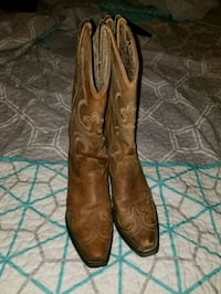 Female Ariat boots  Charlotte, 28262