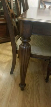 OBO Dining table with leaf  extension , good condition