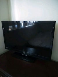 black flat screen TV with remote Sacramento, 95838