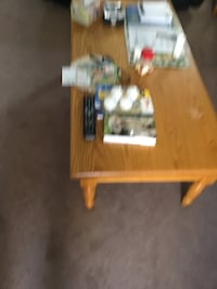 Brown wooden coffee table null, N0A