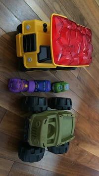 Assorted plastic toy cars 埃德蒙顿, T6W