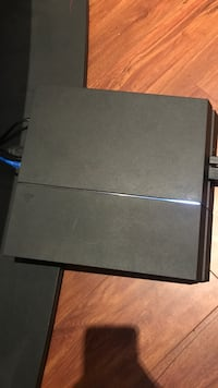 Ps4 with headset Abbotsford, V2T 6R5