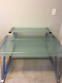 Glass office desk Guelph, N1E 3C9