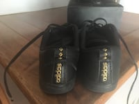 Girls Adidas shoes EUC Peterborough, K9K 2J4