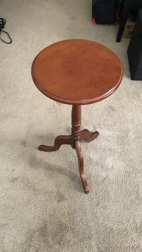 Round Wood end table for sale Oakland, 94606