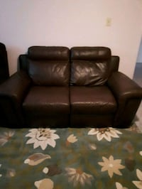 Real leather reclining loveseat Angus, L0M 1B3