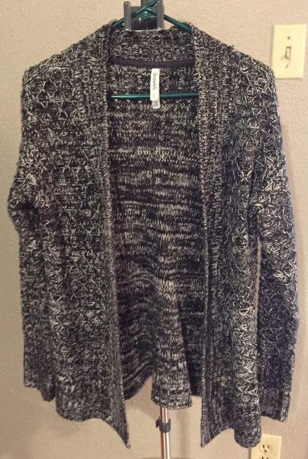 9e93ebecf9764 Used Women s sweater size medium for sale in Lewisville - letgo