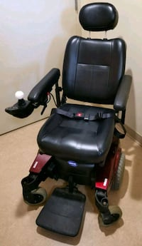 Pronto power wheelchair by Invacare (Like New) Toronto, M5H 1H1