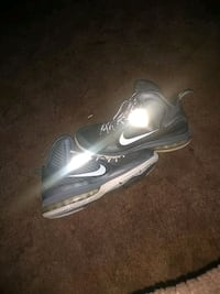LeBron 9 shoes 10.5 Exeter, 93221