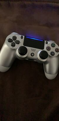 Silver sony ps4 controller (discontinued) Stafford, 22554