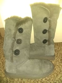 Like new gray ugg boots Frederick, 21701