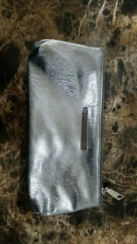 gray and black leather wallet 3727 km
