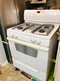 Great Whirlpool5.0 cu. ft. Freestanding Gas Range with Self-Cleaning Beltsville