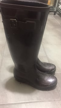 Size 7 woman's made in Italy rain boots Vancouver, V5W 3P6