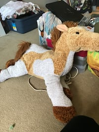 Medium sized stuffie horse Calgary, T3K 0C4