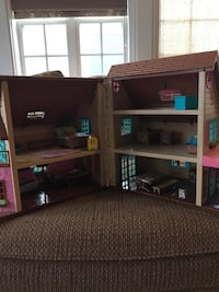 Pink and brown wooden dollhouse Glen Mills, 19342