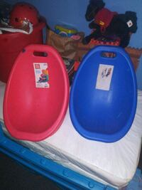 two blue and red plastic containers 535 mi