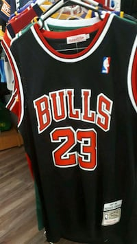 black and red Chicago Bulls 23 jersey Montréal, H3S 2V9