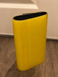 Yellow and black hardcover clutch BCBG  Los Angeles, 91606