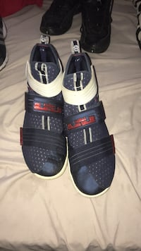 pair of black-and-white adidas sneakers Hamilton, L8H 4Z1