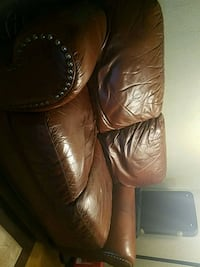 Leather couch Arlington, 76010