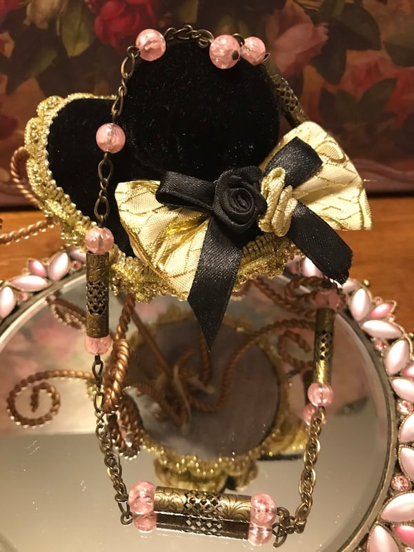 Pretty !  Vintage Brass Gold Choker Necklace with pink beaded Stones 2eaa7e8a-b001-4580-9baf-d86bc1259012