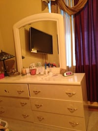 King/Queen bed set with 2 night stand, Dresser,mirror and chest Hanover Park