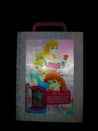 BNIB Disney Princess  Beauty Kit Hamilton, L9B