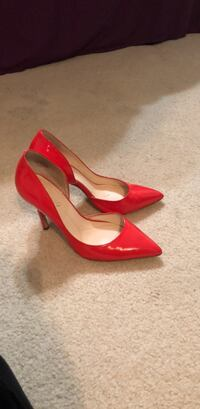 Pair of red pointed-toe pumps New York, 10314