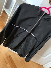 Windbreaker size medium Montréal, H9J 4C3