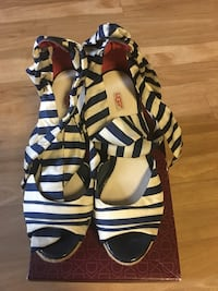 Black-and-white open toe sandals Seattle, 98118