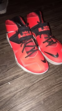 Pair of red-and-black nike basketball shoes Lincoln, 68508