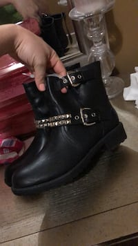 Pair of black leather work boots 41 km