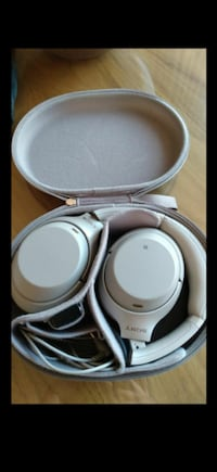 Sonny headphones wf1003 barely used