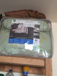 Good condition comforter set Markham, L3S 4N5