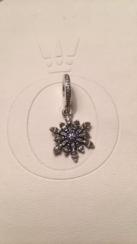 Silver-colored flower pendant Mississauga, L5H 3S4
