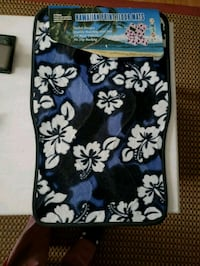 black and white floral Vera Bradley wristlet Severn