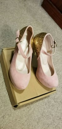 pair of light Pink ankle strap heeled shoes Mississauga, L4Y 3B4