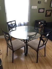 Dining table n 4 chairs Oshawa, L1H 3W5