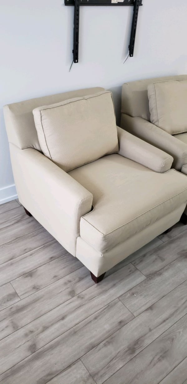 Living room chairs 5ee46539-573d-4fdc-af1b-f5382fff4d74