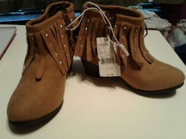 New girls sz 13 boots