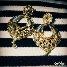 Sparkling authentic Indian earrings.. Go well with all colours !