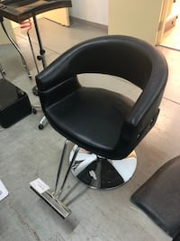 Black leather padded barber styling chair 多伦多, M8V 1X8
