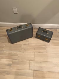 Retro suitcase with matching cosmetic case