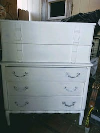 English Vintage 5 drawer chest