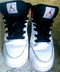 Selling air jordans nikes shoes