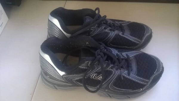 FILA TENNIS SHOES SIZE 4 BOYS BLACKGREY