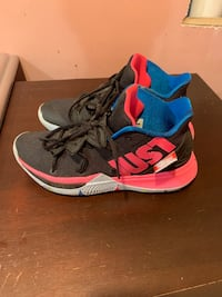 Kyrie Irving Shoes size 9 Philadelphia, 19119
