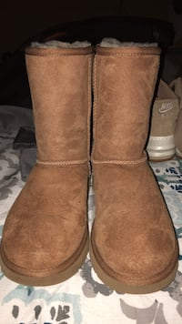 UGG BOOTS SIZE 7 brown  new never worn Birmingham, 35214